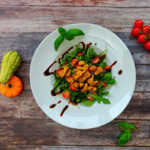 Read more about the article Kürbisgnocchi auf Rucola Salat