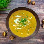 Maronensuppe in einem Teller