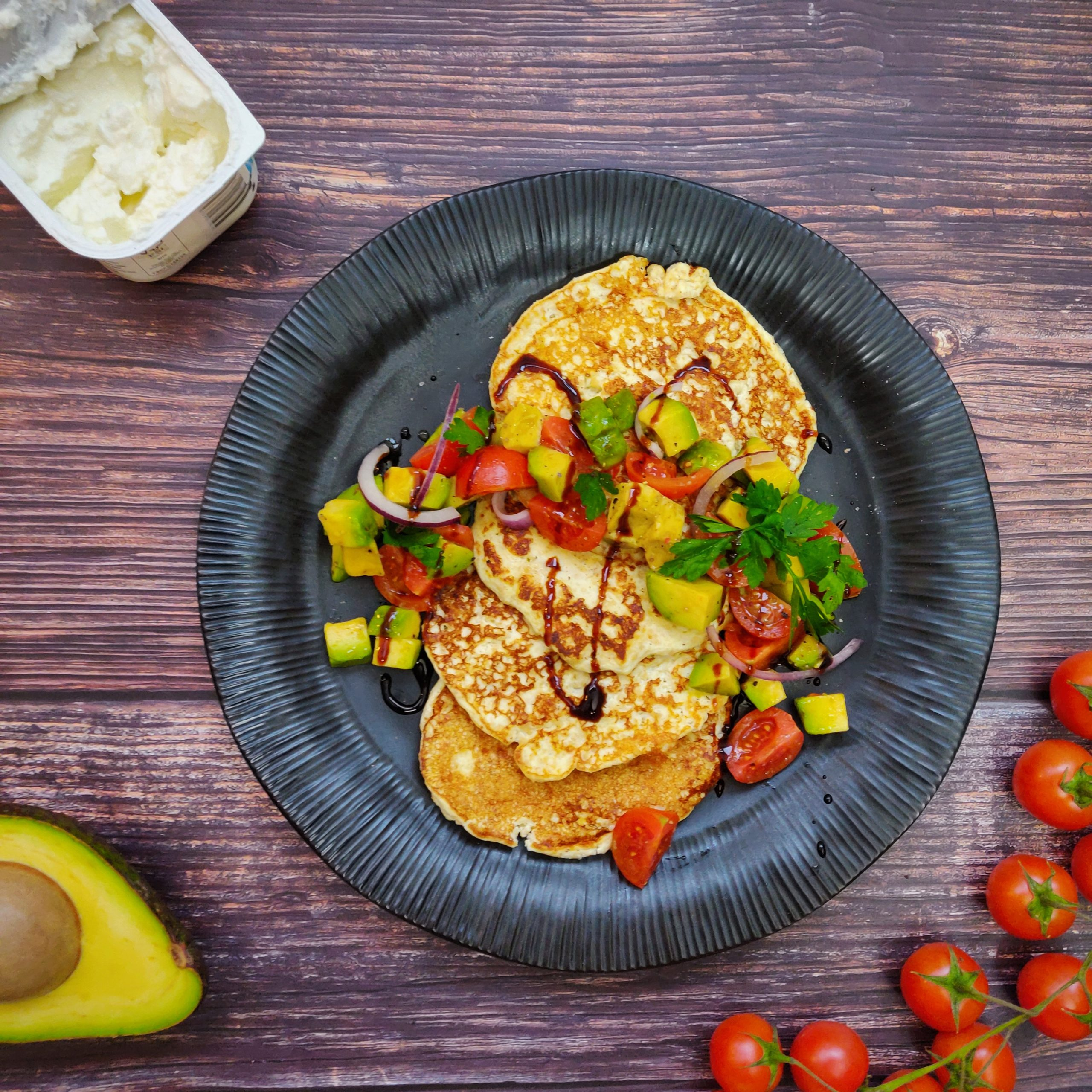 You are currently viewing High Protein Pancakes mit Avocado Salsa